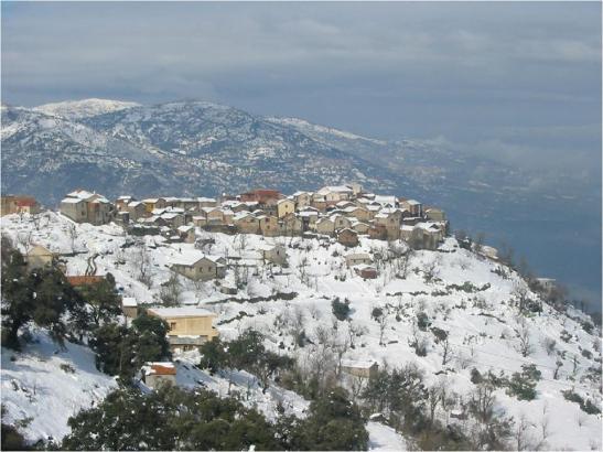 Kabylia mitt vakkert landet, under prakten av skarlagen hvit tunika! D @ A
