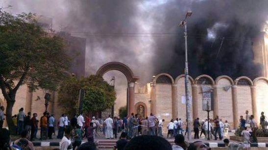 Koptisk kirke som brennes av muslimske aktivister