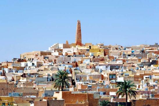 Mozabites er en berbisk folkegruppe som bor hovedsakelig i regionen Mzab i Algerie. De fleste er Ibadi og snakker en variant Mozabite  av Tamazight. I 972,befolkningen  av Azzaba, som var en del av Rostemides tok tilflukt i sør, i  Sahara-ørkenen for å unnslippe sjiaene som jaktet på dem