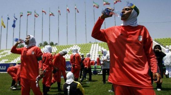 120214-iran-football-femme2-m
