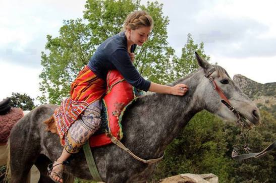 femme kabyle a cheval