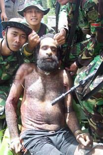 liket av en papuanske utstilt av det indonesiske militæret